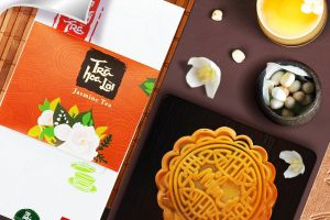 Buy a box of moon cakes, SASCO Shop presents you with a bottle of pure fruit juice